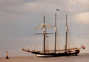 OosterSchelde approaching the Bulman bouy  at Kinsale, Summer 2001