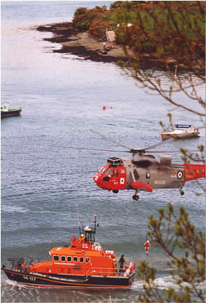 "Courtmacsherry ""Trent"" type All-Weather lifeboat exercising with an Royal Navy Sea-King helicopter (from RNAS Culdrose) in Kinsale harbour, 2002."